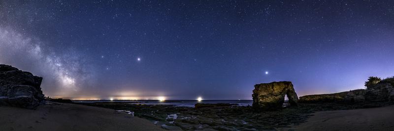 La Roche Percée, la Voie Lactée,Saturne, Mars et Jupiter